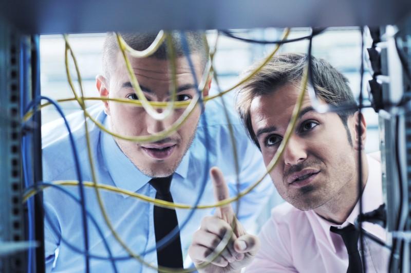it-engineers-in-network-server-room-21719530